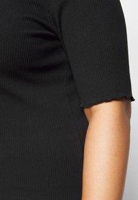 Selected Femme Curve - SLFNANNA CREW NECK TEE CURVE - Triko spotiskem - black - 5