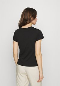 Calvin Klein Jeans - MICRO BRANDING OFF PLACED TEE - T-shirt basique - black - 2