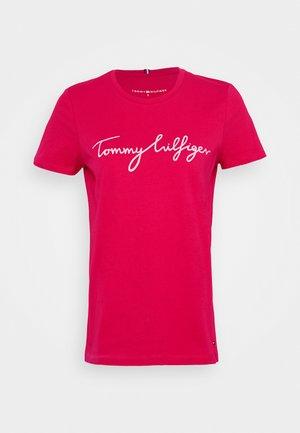 CREW NECK GRAPHIC TEE - Print T-shirt - ruby jewel
