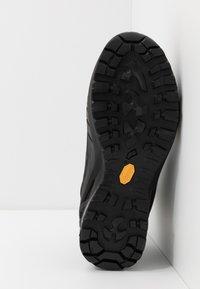 Scarpa - CYCLONE GTX - Zapatillas de senderismo - black/gray - 4