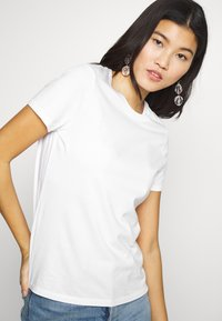 Banana Republic - NEW SUPIMA CREW - Basic T-shirt - white - 4
