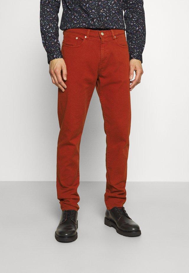 Zúžené džíny - brown