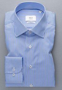 Eterna - SLIM FIT - Formal shirt - hellblau/weiß - 4