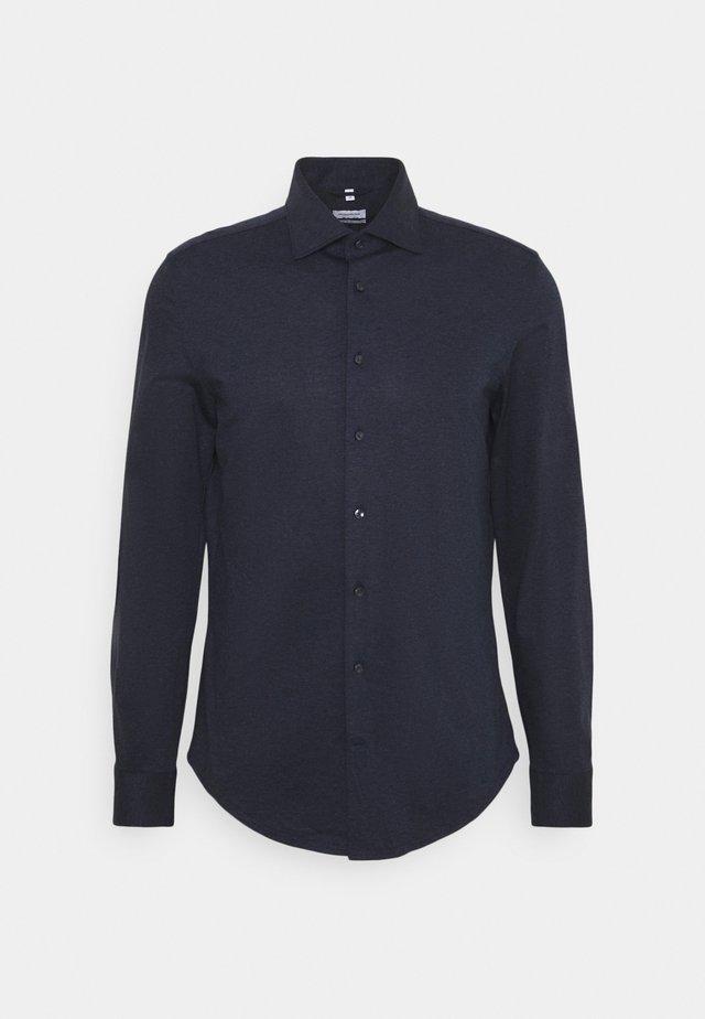 Kostymskjorta - 19
