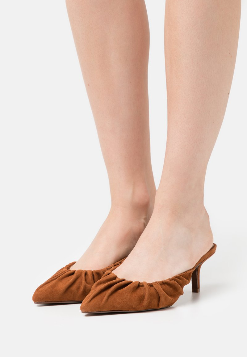 Who What Wear - JOY - Heeled mules - bombay brown