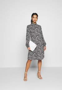 Wallis Petite - DAISY DITZY SHIRRED CUFFING SWING DRESS - Jersey dress - black - 1
