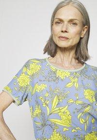 Emily van den Bergh - Bluser - yellow/blue - 3