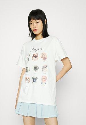 DOGGOS - Print T-shirt - white