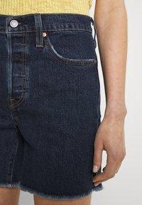 Levi's® - 501® MID THIGH SHORT - Denim shorts - salsa center - 5