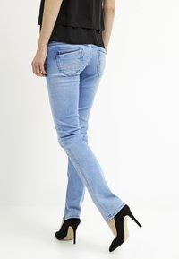 Pepe Jeans - VENUS - Jeans Slim Fit - D26 - 2