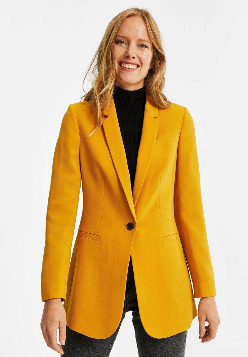 WE Fashion - MET STRUCTUUR - Blazere - ochre yellow