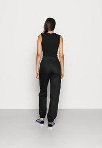 Missguided - PLAIN TROUSER - Pantalon cargo - black - 2