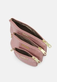 Guess - EMELYN MULTI POUCH 3 PACK SET - Wash bag - rose multi - 2