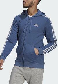 adidas Performance - M 3S FT FZ HD - Tröja med dragkedja - blue - 3