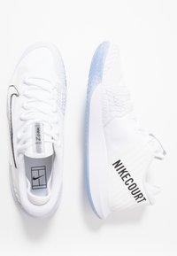 Nike Performance - AIR ZOOM HC - Multicourt tennis shoes - white/metallic summit white/black/canary - 1