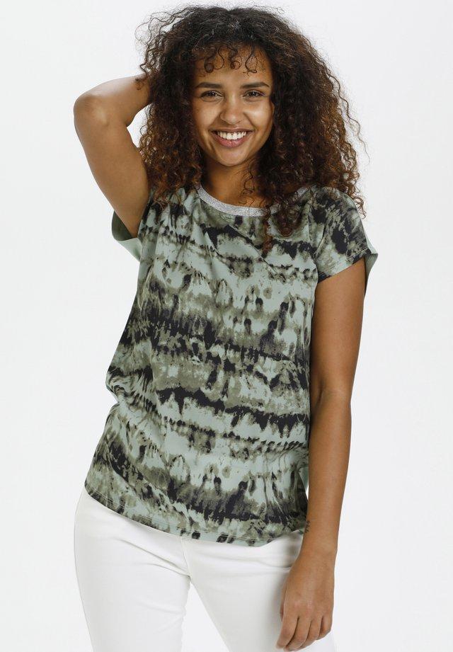 T-shirt z nadrukiem - green tie dyed print