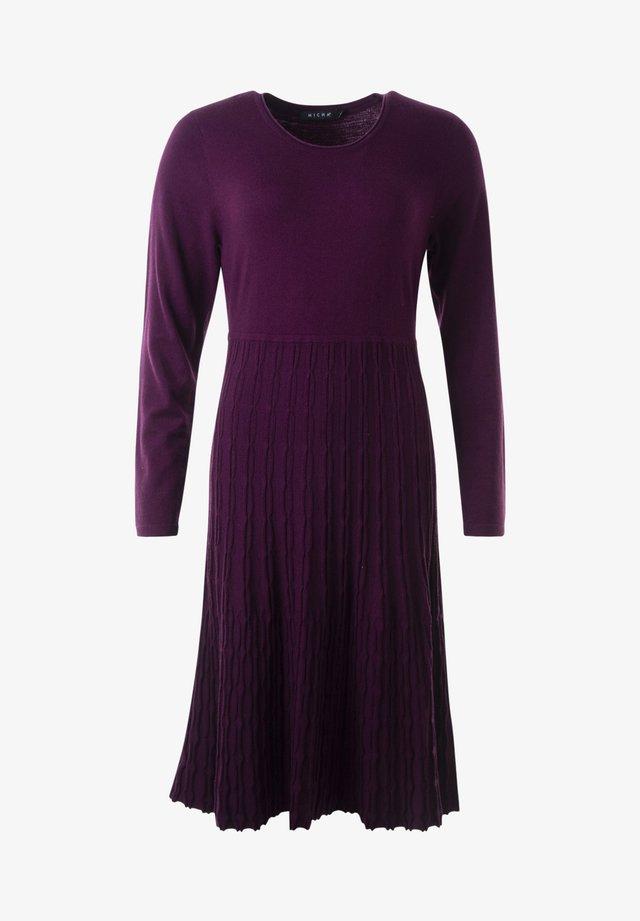 AMBER - Jerseyklänning - italian plum