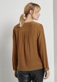 TOM TAILOR - BLOUSE SOLID - Blouse - tawny brown - 2