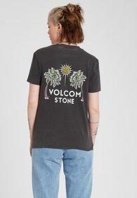 Volcom - LOCK IT UP TEE - Print T-shirt - black - 2