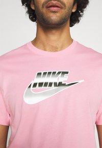 Nike Sportswear - TEE BRANDMARK - Print T-shirt - light arctic pink - 5