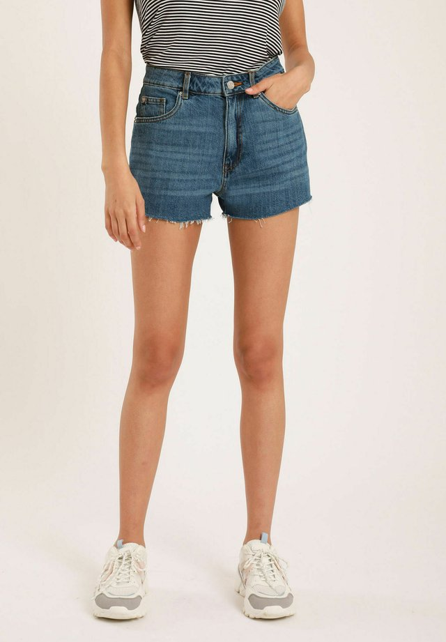 MOM - Shorts di jeans - denimblau