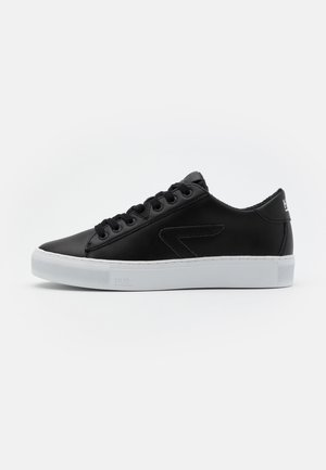 HOOK  - Sneaker low - black/white
