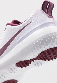 Nike Golf - ROSHE - Golfové boty - barely grape/villain red/white - 5