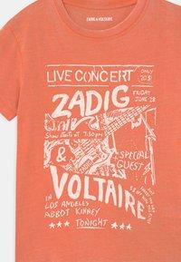 Zadig & Voltaire - SHORT SLEEVES - Triko spotiskem - nectarine - 2