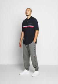 Tommy Hilfiger - BASIC BRANDED - Tracksuit bottoms - grey - 1