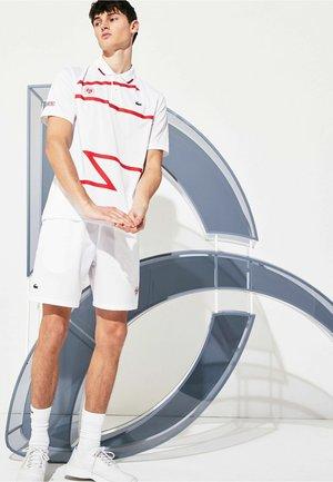 Sports shorts - weiß / rot