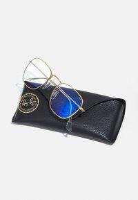 Ray-Ban - UNISEX PHOTOCHROMIC BLUE LIGHT - Sonnenbrille - legend gold - 3