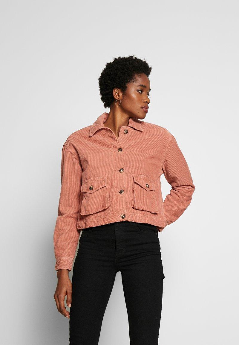 Miss Selfridge - SHACKET - Lehká bunda - pink