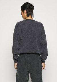 Kaotiko - CREW WASHED ALAN - Pusa - black - 2