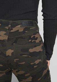 ONLY Petite - ONLNINE ESTER PANTS - Pantaloni - peat - 5