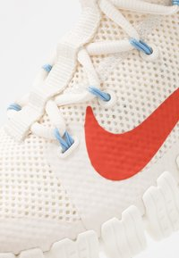 Nike Performance - FREE METCON 3 - Sports shoes - pale ivory/team orange/vast grey/psychic blue/sail - 5