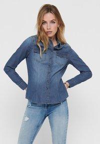 ONLY - Skjorte - medium blue denim - 0