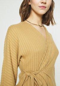 River Island - Pletené šaty - camel - 3