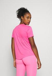 Nike Performance - MILER - Camiseta estampada - pink glow/silver - 2