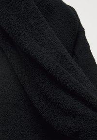 Missguided Petite - FLUFFY SLOUCHY SIDE SPLIT JUMPER DRESS - Pullover - black - 6