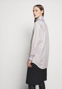 Victoria Beckham - RUFFLE  - Button-down blouse - ecru/purple - 2