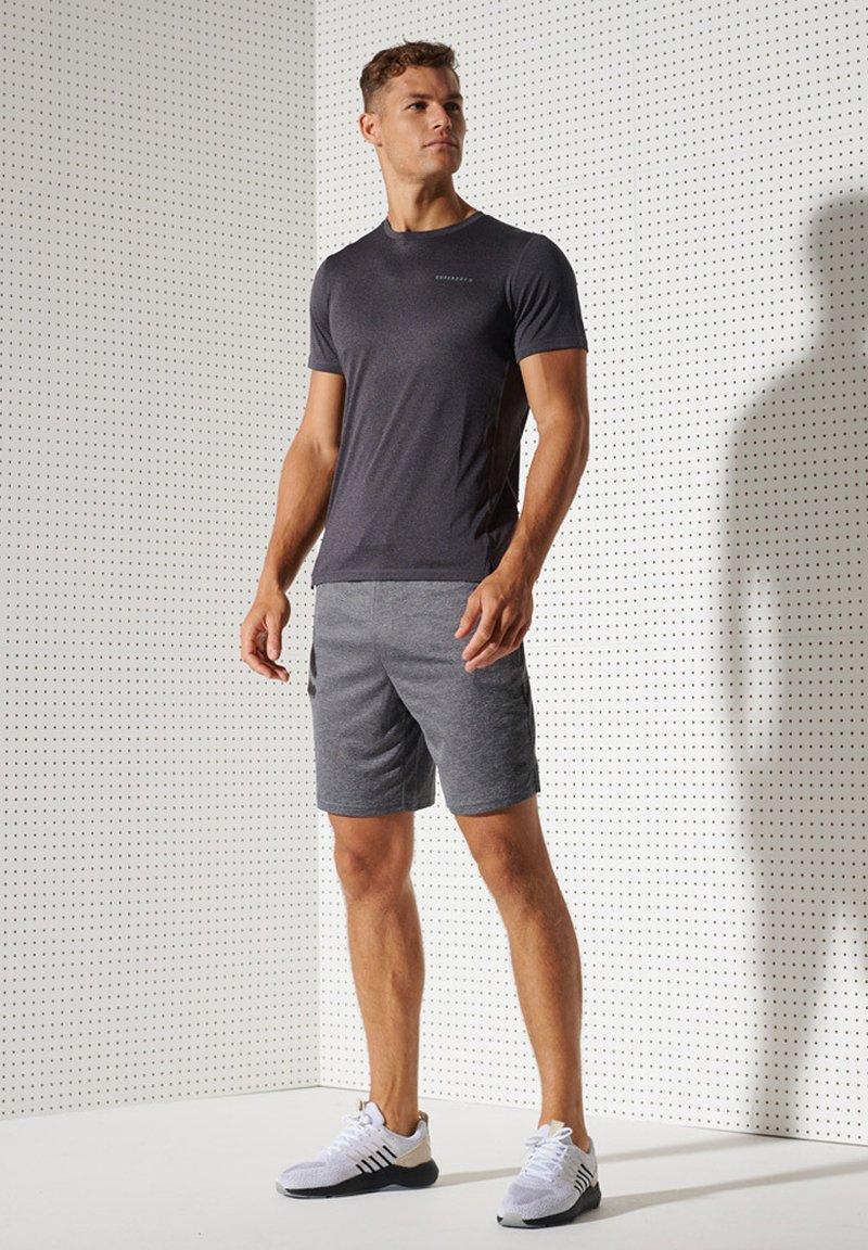 Superdry - ACTIVE - Sports shirt - black stripe