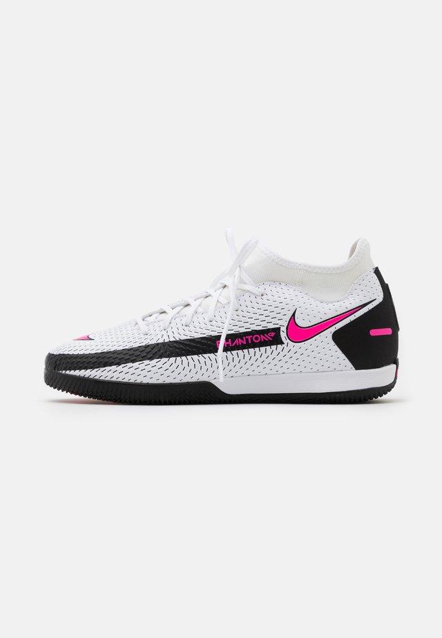 PHANTOM GT ACADEMY DF IC - Chaussures de foot en salle - white/pink blast/black