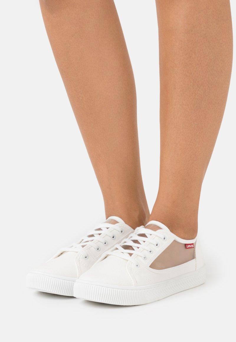 Levi's® - MALIBU TRANSPARENT - Sneakers laag - brilliant white
