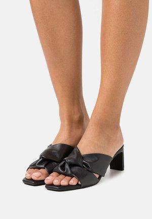 Slip-ins med klack - black