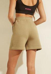 Guess - LOGODREIECK - Sports shorts - beige - 2