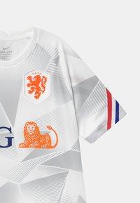 Nike Performance - NIEDERLANDE UNISEX - National team wear - white/safety orange - 2