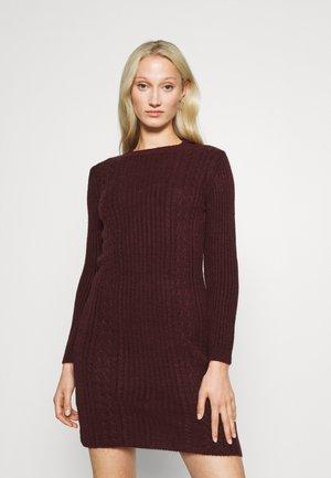 Pletené šaty - bordeaux
