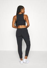Nike Performance - SWIFT PANT - Pantalones deportivos - black/reflective silver - 2