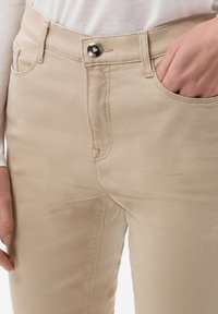 BRAX - STYLE MARY - Jeans slim fit - sand - 3