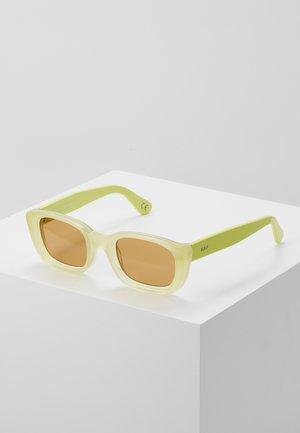 LIRA MATTE - Sluneční brýle - yellow